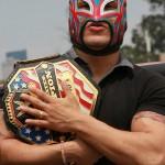 60520146. México, 20 May 2016 (Notimex-José Pazos).- Kalisto recorrió distintos puntos de la Ciudad de México, acompañado por más de 40 fans que hicieron realidad su sueño, el de estar cerca de la superestrella de la WWE. NOTIMEX/FOTO/JOSÉ PAZOS/JPF/SPO/