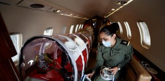 La Marina de México surca cielos en ambulancia para salvar enfermos de COVID