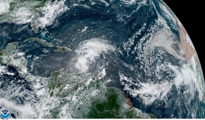 Nueve, aún no nombrada tormenta, descarga viento y lluvia en el Caribe